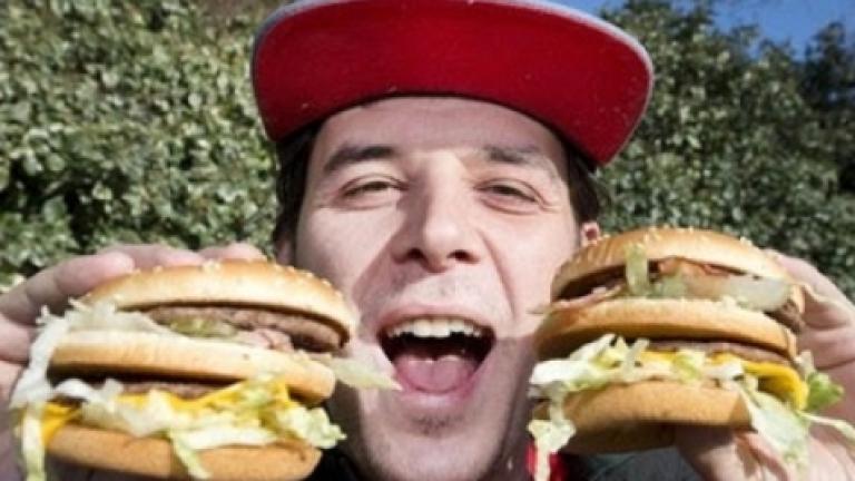 Мъж се прекръсти на Двоен Чийзбургер!