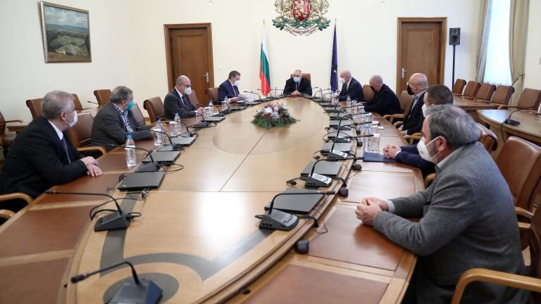 Противоепидемичните мерки в България дават резултат, в страната вече няма