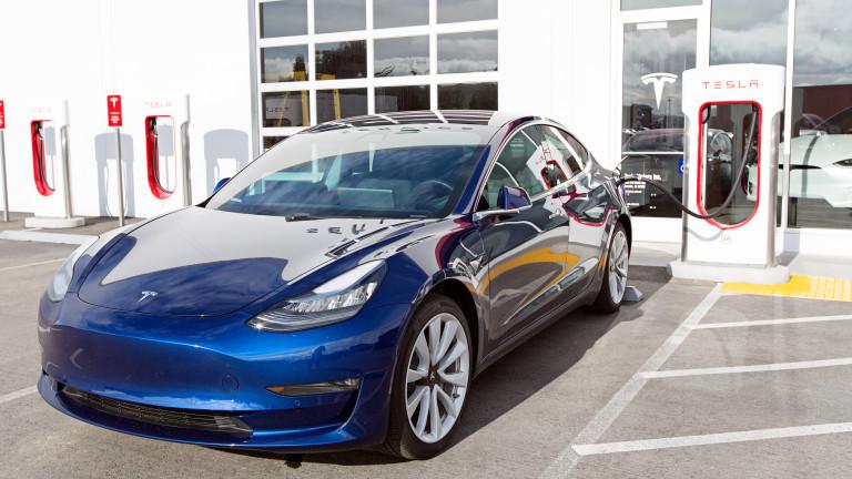 Fiat Chrysler ли е спасението за Tesla?