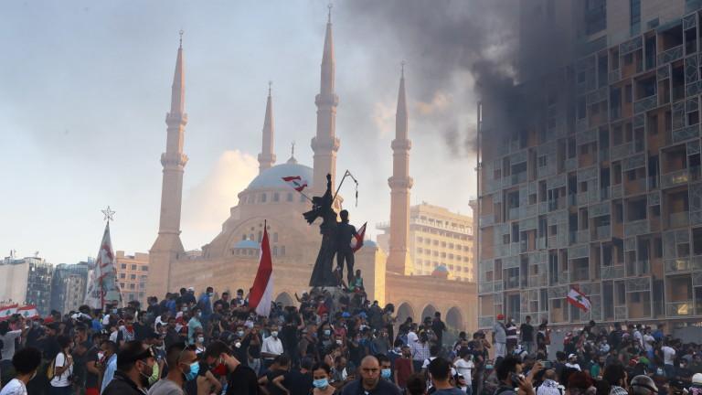 Участници в протестите в ливанската столица Бейрут нахлуха във външното