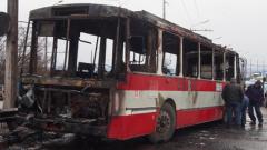 Тролей изгоря като факла на Аспаруховия мост във Варна