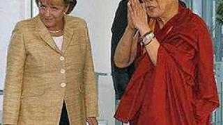 Срещата между Меркел и Далай Лама обидила китайците