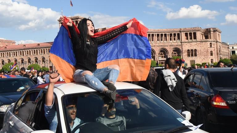 Карен Карапетян, временно изпълняващ длъжността министър-председател на Армения, предложи предсрочни