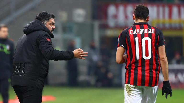 Хакан Чалханоглу се появява в игра за Милан. Той заменя неубедителния Фабио Борини.