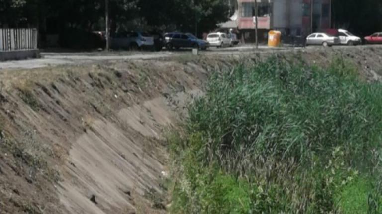 Община Ямбол започна прочистване на коритото на река Тунджа в