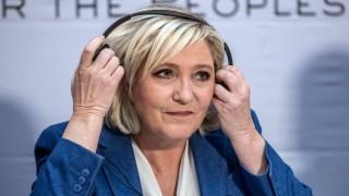"""Френската прокуратура погна Марин Льо Пен за туитове с """"Ислямска държава"""""""