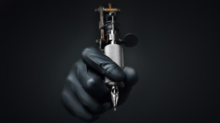 Татуировка на ноктите