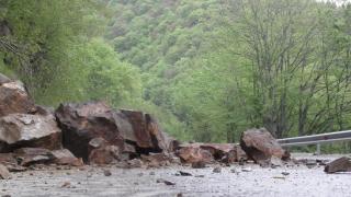 Укрепват свлачището край ломското село Орсоя