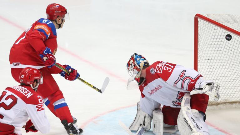 Колосите мачкат на Световното по хокей на лед