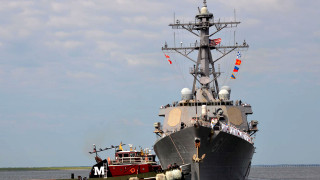 Руснаците: Разрушителят на САЩ демонстрира смелост на 400 км от бреговете на Русия