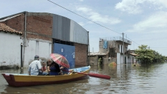 Наводнения в Латинска Америка убиха десетки и евакуираха стотици хиляди