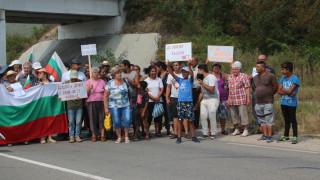 Жители на пловдивски села протестират срещу добив на инертни материали