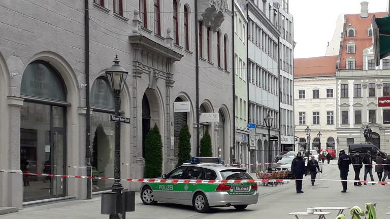 Мащабна полицейска операция е в ход след евакуация на кметствата