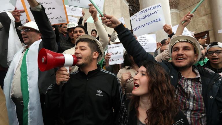 Началникът на генералния щаб на Алжир поиска президентът Абделазиз Бутефлика