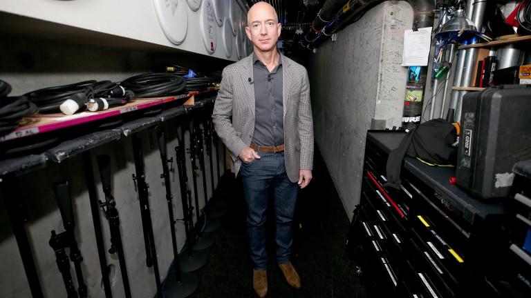 Заради кризата: Amazon постави рекорд по най-мащабно назначаване на хора в корпоративната история