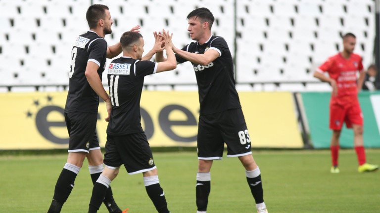 Славия замина с 24 футболисти за Банско