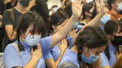 Над 1000 души се събраха на протест под дъжда в Хонконг