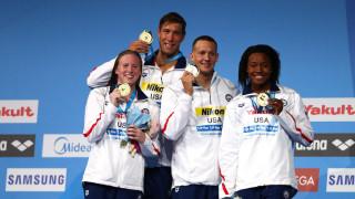 Смесената щафета на САЩ взе златото със световен рекорд