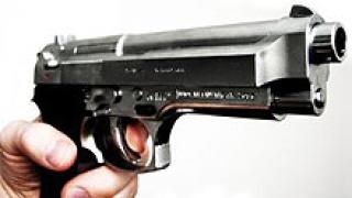 Две версии за стрелбата срещу охранителя в Пазарджик
