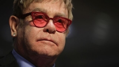 Адвокатите на Елтън Джон отрекоха обвиненията в сексуален тормоз
