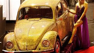Позлатен VW Beetle се появи на луксозно изложение в Румъния