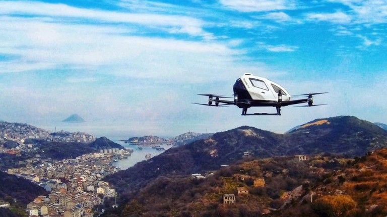В момента производството на и придвижването с летящи коли изглежда