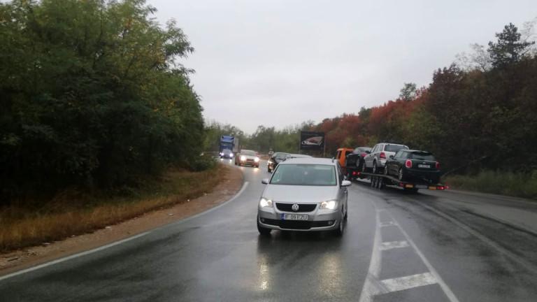 Временно ограничават камионите над 12 т по пътя Видин - Монтана край Бела - Скомля