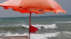 Червен флаг на почти всички плажове по Южното Черноморие