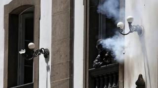 Полицията в Рио стреля по протестиращи от църква