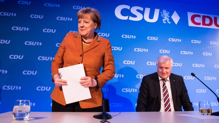 Абсурдно е да се говори за ултиматум към Меркел за мигрантите, обяви Зеехофер