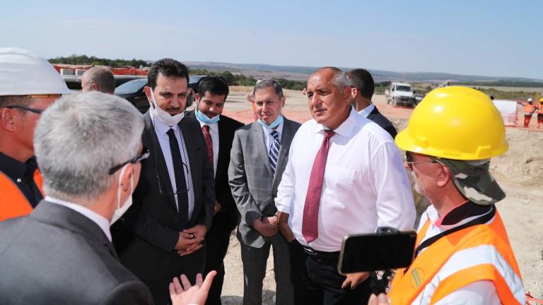 Премиерът Бойко Борисов инспектира с джипа си строежа на