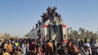 Близо 100 пострадали при катастрофа с влак в Египет