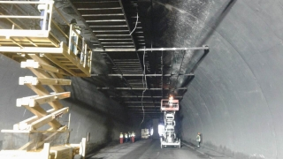 """Работата в тунелa """"Ечемишка"""" продължава при 24-часова мобилизация"""