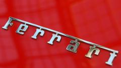 Ferrari тества масово служителите си за COVID-19, за да поднови производство