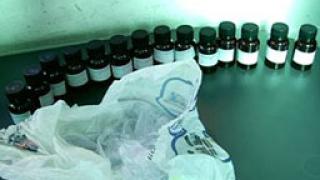 """Задържаха 30 шишета с метадон на """"Калотина"""""""