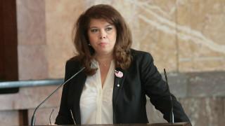 Илияна Йотова писа отличен 5,5 на президента за изминалата година