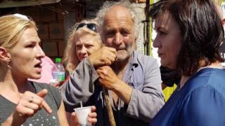 Нинова част от жива верига, блокираща избиването на животни в Шарково