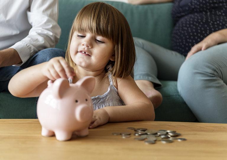За да решат финансовите си проблеми, румънските власти са готови да използват дори спестяванията на децата