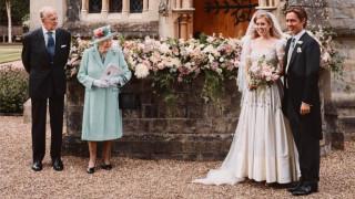 Първи снимки от тайната кралска сватба