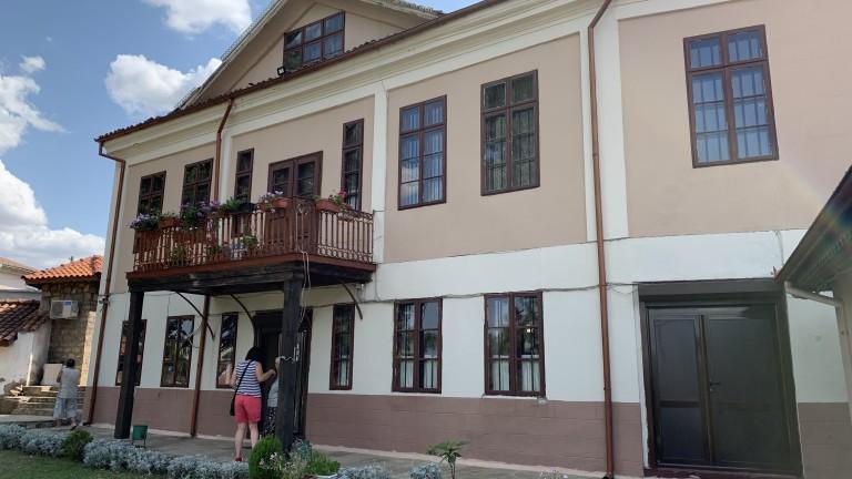 Снимка: Разходка из родната къща на големия Алеко Константинов