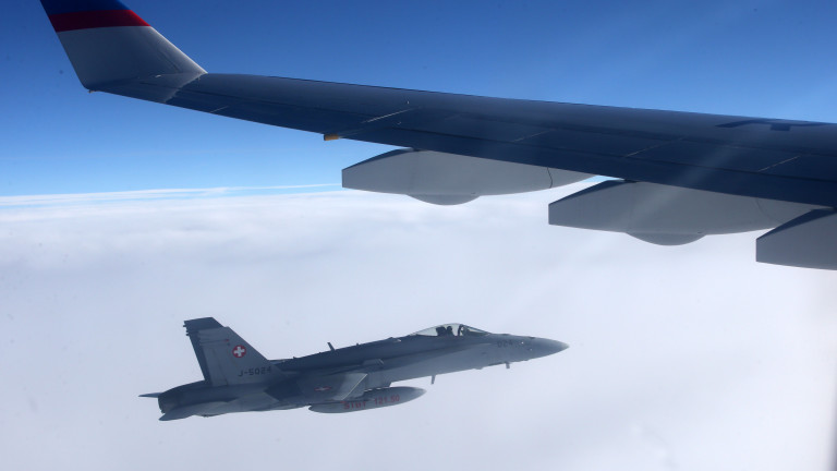 Челният самолет на специалния летателен отряд