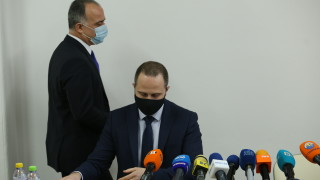 """Незаконните павилиони на бул. """"Ив. Гешов"""" остават заради разследването"""