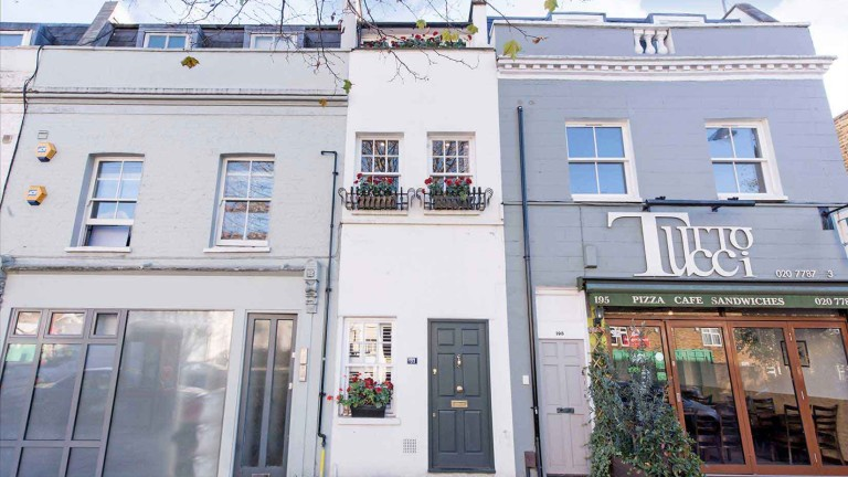 Най-тясната къща в Лондон се продава