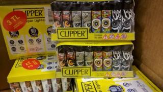 Митничари заловиха 24 000 контрабандни запалки Clipper