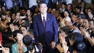 Премиерът на Япония Шиндзо Абе спечели лидерския пост в управляващата партия