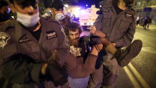 Водни оръдия срещу протестиращи в Израел против Нетаняху, десетки арестувани