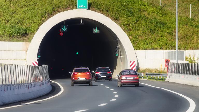 """Горящ автомобил затвори за час тунела """"Траянови врата"""""""