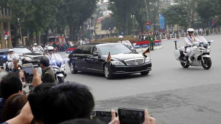 """Ким Чен-ун получил два бронирани автомобила """"Мерцедес"""" въпреки санкциите"""