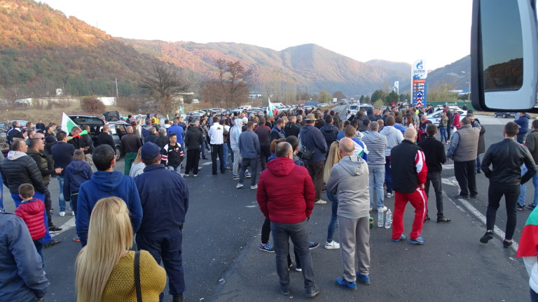 Продължават протестите в страната срещу цените на горивата и ниския