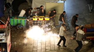 90 палестинци ранени при втората нощ на сблъсъци в Йерусалим